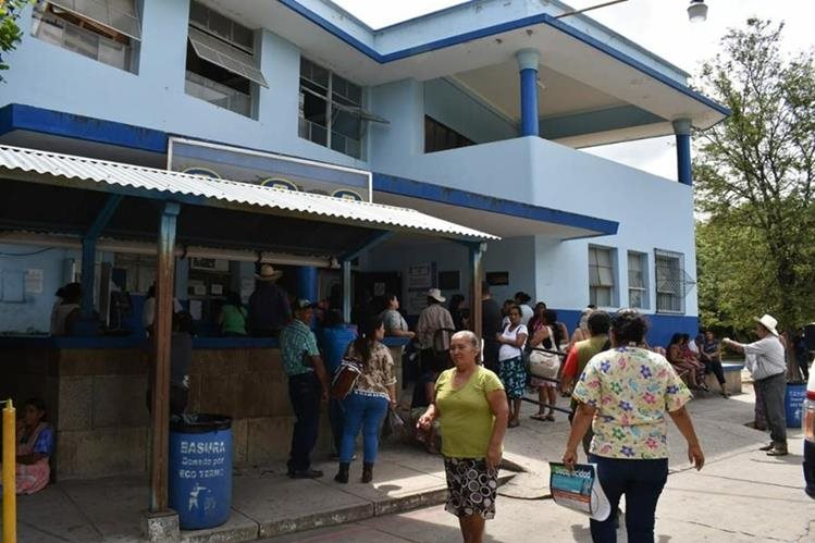 El bebé fue ingresado en el Hospital Regional de Zacapa por sospechas de neumonía. (Foto Prensa Libre: Mario Morales)