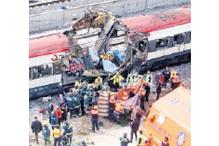 Españoles sufren el peor atentado terrorista el 11/03/2004, en el cual mueren 191 personas por la explosión de bombas en dos trenes. (Foto: Hemeroteca PL).