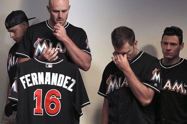 Jugadores de los Marlins lucen devastados por la trágica muerte de su compañero José Fernández. (Foto Prensa Libre: AP).