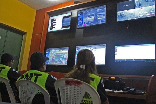 <p>Área de control del sistema de las nuevas cámaras de vigilancia instaladas en Tecún Umán. (Foto Prensa Libre: Alexánder Coyoy)<br></p>
