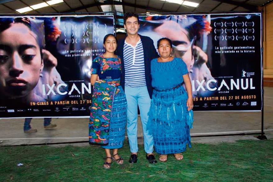 Jayro Bustamante junto a la protagonista de Ixcanul. (Foto Prensa Libre: Enrique Paredes).