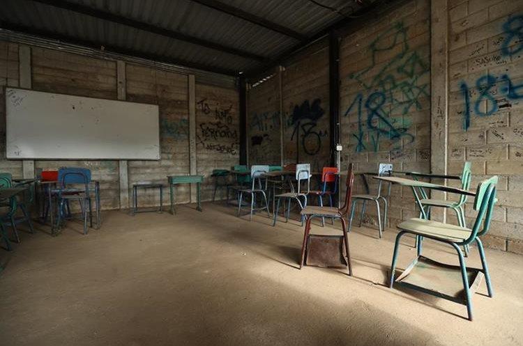 El Instituto Nacional de Educación Básica , Santa Isabel  2, jornada matutina, ubicado en  Villa Nueva. (Foto Prensa Libre: Hemeroteca PL)
