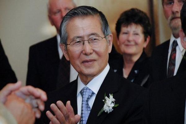 <p>Fujimori durante el matrimonio de una de sus hijas en 2010. El exmandatario obtuvo un permiso especial de salida de la cárcel. (AFP).<br></p>