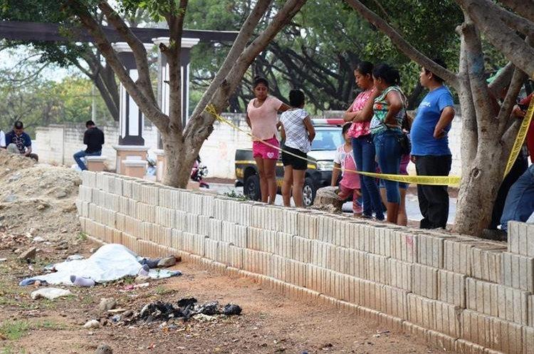 Lugar donde fue localizado el cuerpo de Byron Crisóstomo García, en Chiquimula. (Foto Prensa Libre: Mario Morales)