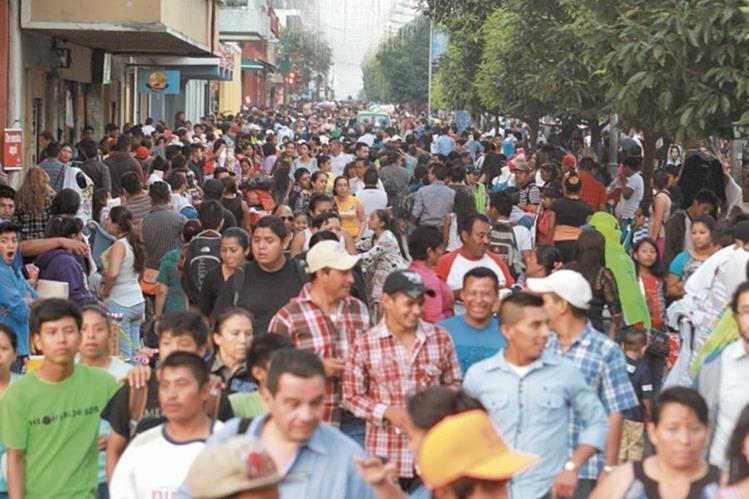 Empleados guatemaltecos que ganan el salario mínimo expresaron su deseo de mejorar sus ingresos. (Foto Prensa Libre: Hemeroteca PL)