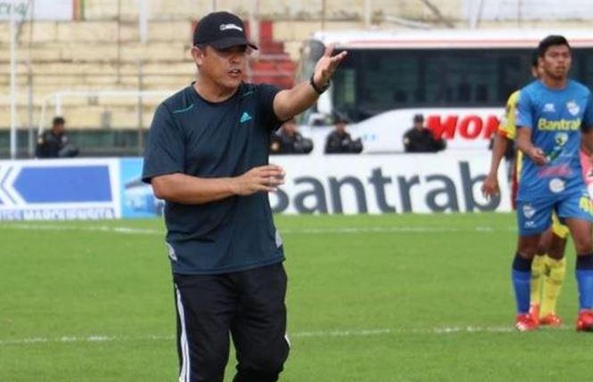 Gabriel Castillo debutó el fin de semana al mando del Deportivo Marquense con empate 1-1 contra Cobán Imperial. (Foto Prensa Libre: Raúl Juárez)