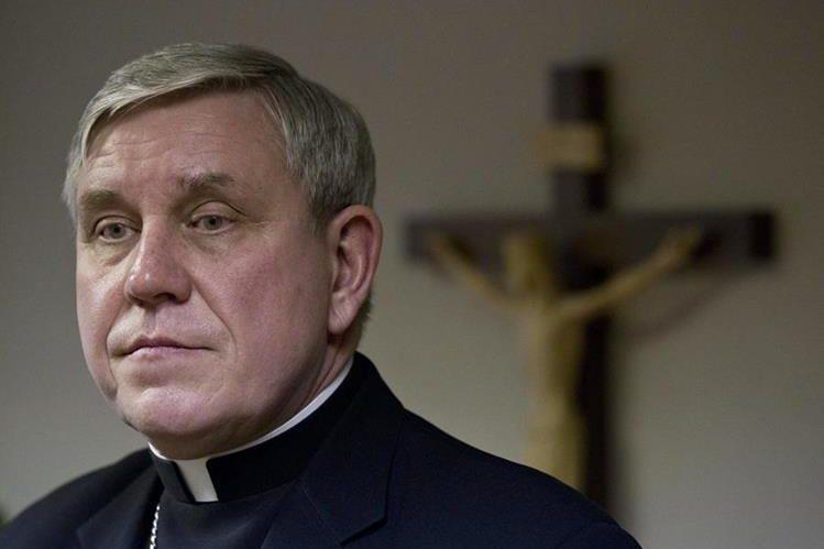 <em><em>El arzobispo Jerome Listecki, en conferencia de prensa por el caso de <em><em>arquidiócesis de Milwaukee. </em></em></em>(Foto Prensa Libre: AP).</em>