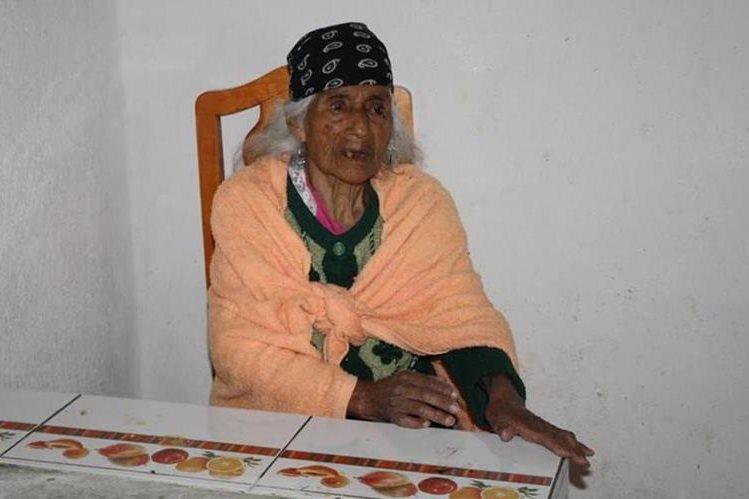 Juana Chox Yax reside en Santa Lucía Utatlán, Sololá, y cumplirá 123 años el 29 de este mes. (Foto Prensa Libre: Ángel Julajuj)