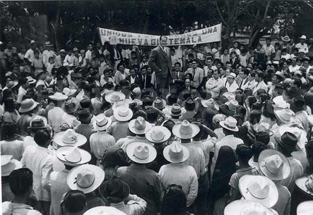 Mitin durante la campaña del doctor Juan José Arévalo en 1944. (Foto: Hemeroteca PL)