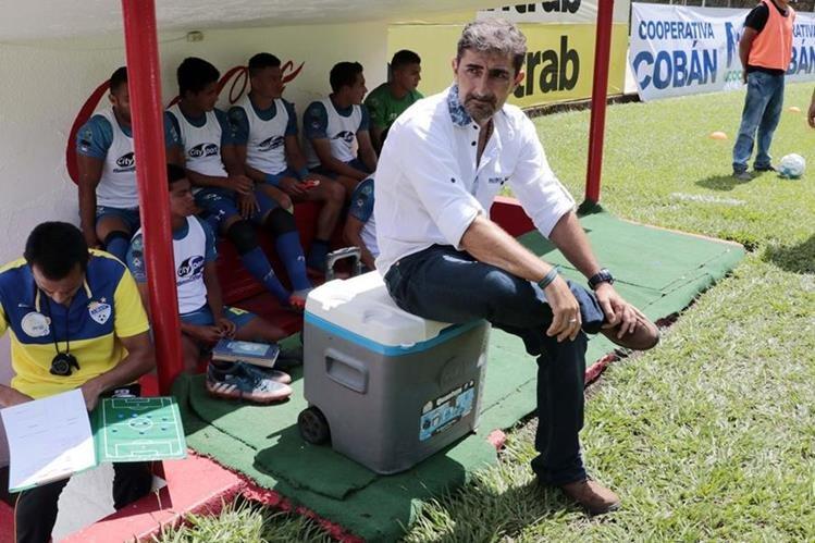 Después de la salida de Ariel Sena, Fabricio Benítez fue nombrado como entrenador interino de Cobán Imperial. Este martes fue confirmado como Director Técnico cobanero por la directiva de los Príncipes Azules. (Foto Prensa Libre: Eduardo Sam)