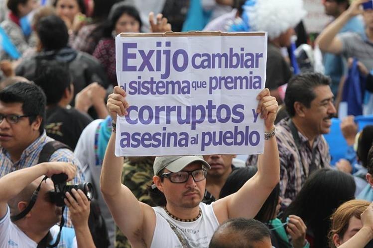 Miles de Guatemaltecos han efectuado marchas ciudadanas en contra la corrupción que agobia al país. (Foto Prensa Libre: Hemeroteca PL)