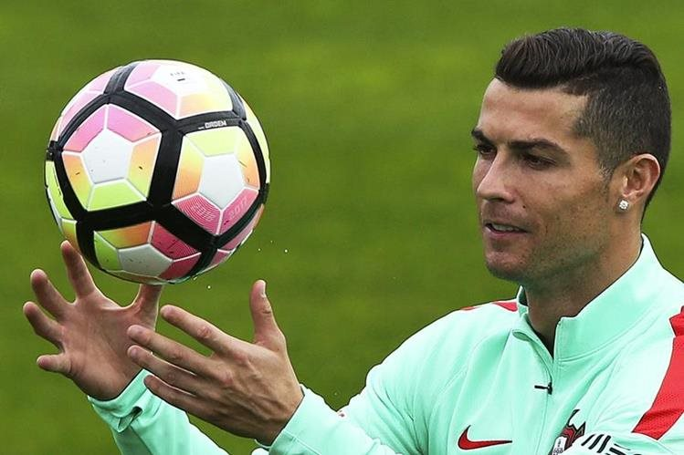futbolista portugués Cristiano Ronaldo espera volver algún día a Lisboa. (Foto Prensa Libre: EFE)