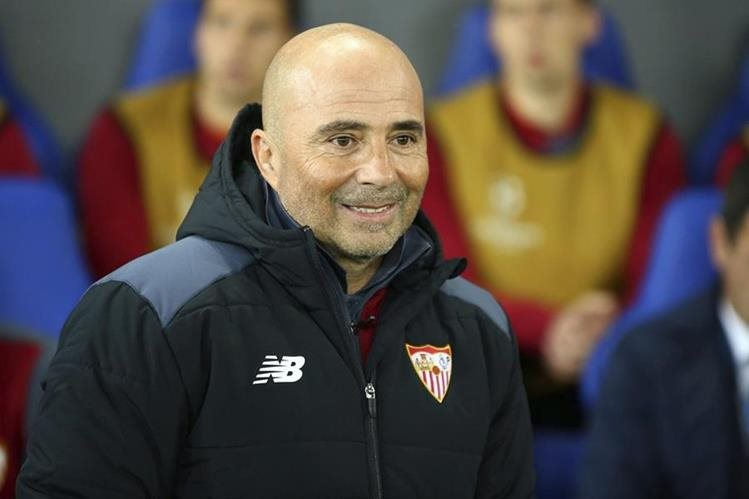 Jorge Sampaoli sufrió un duro revés después de haber sido eliminado de la Liga de Camepones. (Foto Prensa Libre: EFE).