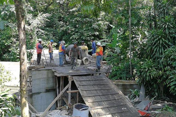 Construcción de puente vehicular en el sector 3, caserío San José, San Miguel Panam, Suchitepéquez, proyectada desde el 2016. (Foto Prensa Libre: SNIP)