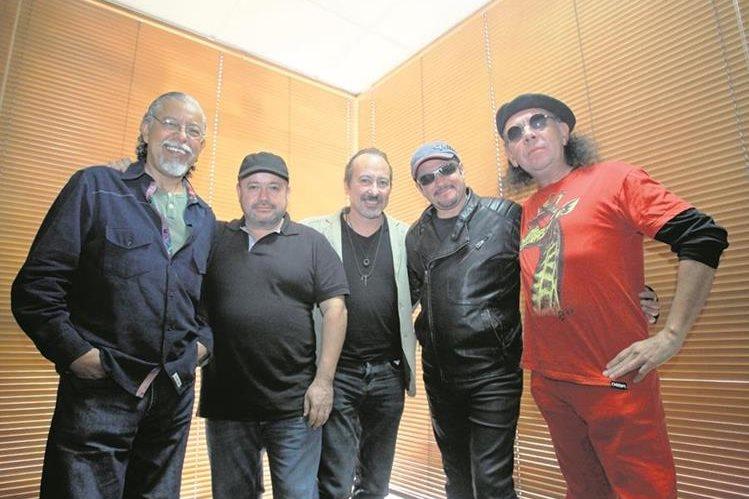 Óscar, Plubio, Ranferí, Álvaro y Paulo promocionan nuevas melodías. (Foto Prensa Libre: Keneth Cruz)