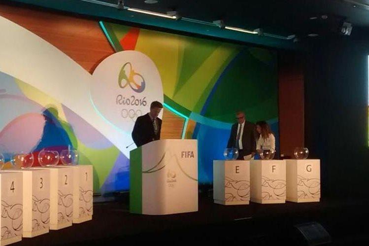 El sorteo de los grupos de futbol masculino y femenino para los Juegos Olímpicos se realizó en el estadio Maracaná. (Foto Prensa Libre: Twitter Río 2016)