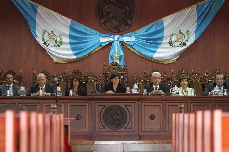 Magistrados titulares y suplentes de la CC. (Foto: Hemeroteca PL)