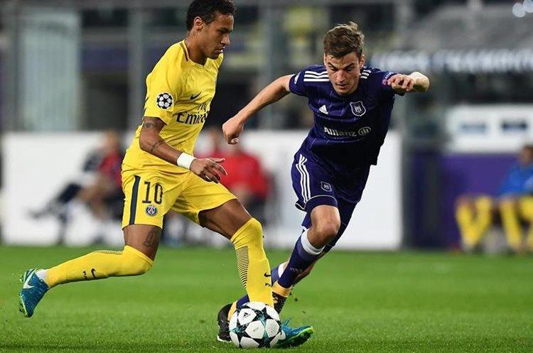 Neymar también contribuyó en la goleada del París Saint Germain contra el Anderlecht. (Foto Prensa Libre: AFP)