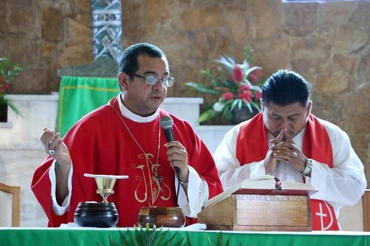 Monseñor Domingo Buezo ofició la misa y habló sobre el camino a seguir para la ceremonia de beatificación de los mártires. (Foto Prensa Libre: Dony Stewart)