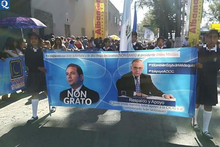 Esta es la pancarta por la que el Mineduc sancionará al supervisor de educación primaria. (Foto Prensa Libre: Hemeroteca PL)