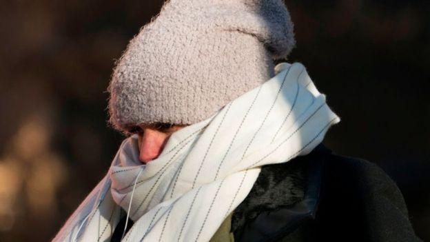 La piel expuesta a temperaturas tan bajas puede congelarse en menos de 30 minutos. (GETTY IMAGES)