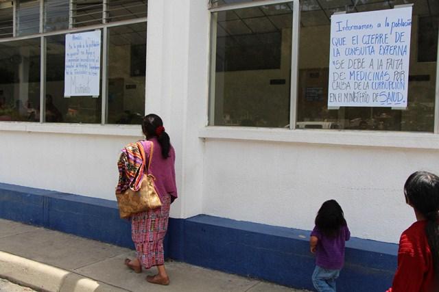 Protesta de salubristas en hospital nacional afecta a pacientes de Totonicapán. (Foto Prensa Libre: Édgar Domínguez)