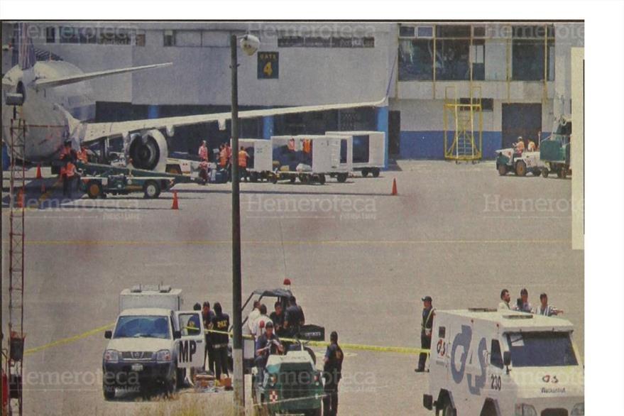 07/9/2006 Fiscales acuden al Aeropuerto, donde ocurrió el robo millonario. Foto: Hemeroteca PL)