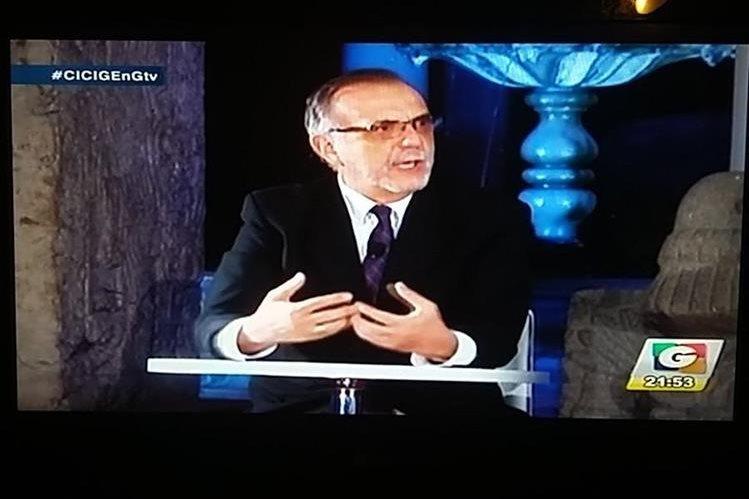 Iván Velásquez, jefe de la Cicig, durante la entrevista en Guatevisión. (Foto Prensa Libre: Mynor Toc)
