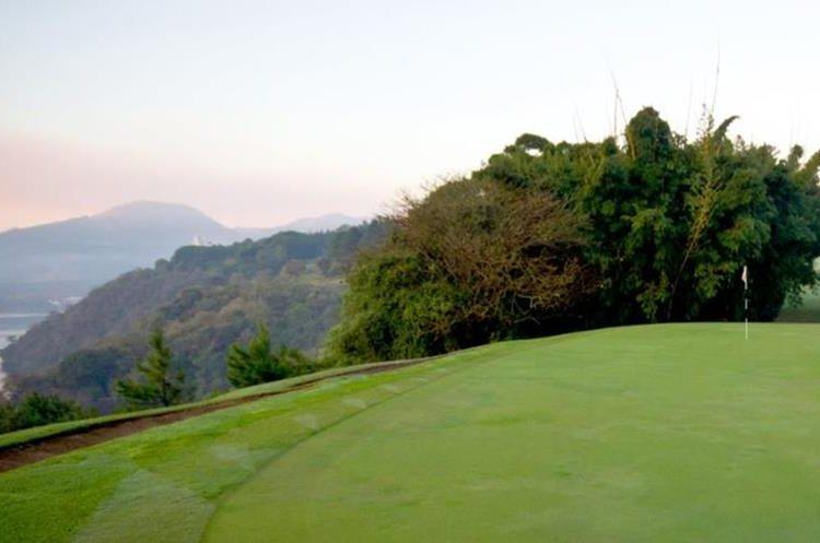 Maya Golf Club puede ser una buena opción para quienes viven por Villa Canales o San Miguel Petapa. (Foto Prensa Libre: Maya Golf Club)