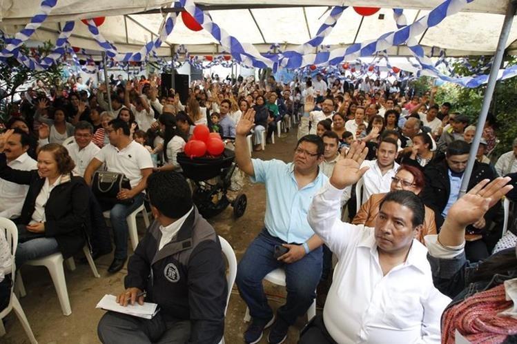 Afiliados de FCN-Nación durante la asamblea municipal de Guatemala. (Foto Prensa Libre: Paulo Raquec)