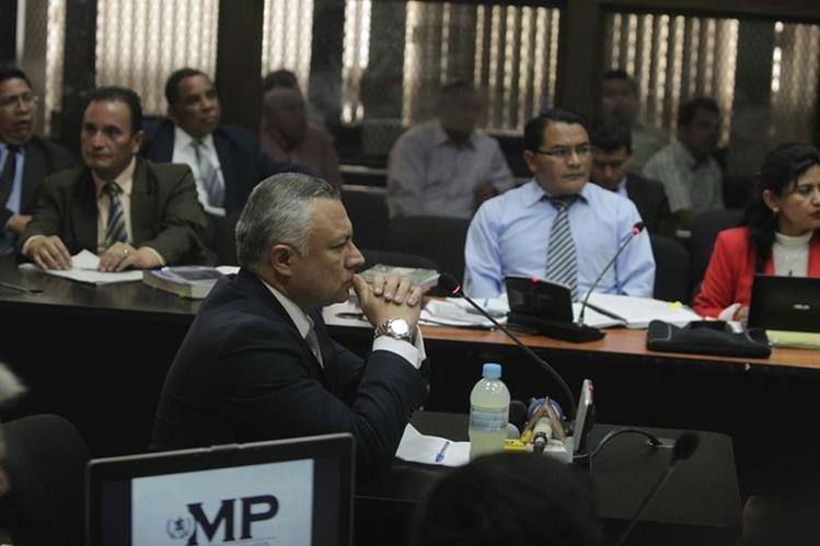 Estuardo Salvador González Álvarez en su tercer día de declaración señala a Pérez Molina y Baldetti. (Foto Prensa Libre: Edwin Bercián)