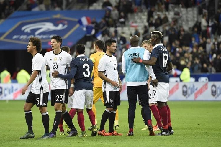 Francia derrotó 2-0 a Alemania en el juego que se disputó el pasado viernes, al momento de los atentados. (Foto Prensa Libre: AFP)