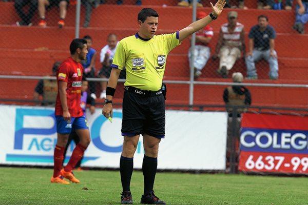 Pedro Reyna será el encargado de arbitrar el juego que cerrará la jornada 17, entre Malacateco y Guastatoya. (Foto Prensa Libre: Hemeroteca PL)