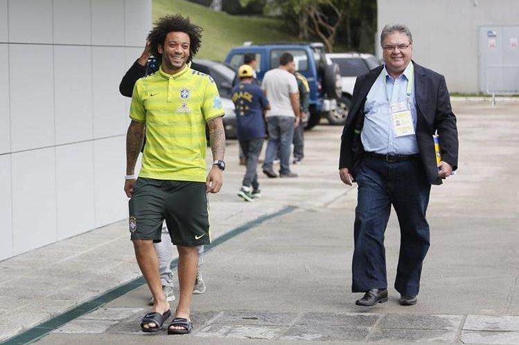 El seleccionador brasileño, Dunga, anunció hoy la lista de 23 jugadores convocados para los dos próximos partidos y en los que descartó al mediocampista del Real Madrid, Marcelo. (Foto Prensa Libre: Hemeroteca PL)