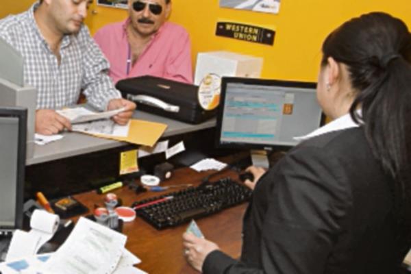 Los bancos del sistema abrirán durante el asueto las agencias ubicadas en centros comerciales, en el horario de los mismos.
