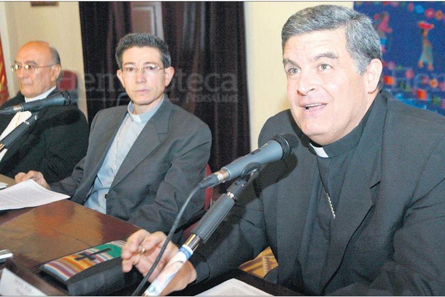 19/11/2010. Conferencia de los obispos, Gustavo Mendoza, Bernabé Sagastume y Pablo Vizcaino,miembros  de la  CEG. (Foto: hemeroteca PL)