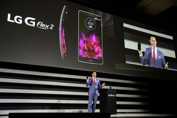 <p>El LG G Flex 2 tiene una pantalla de 5.5 pulgadas (Foto Prena Libre: EFE).</p>