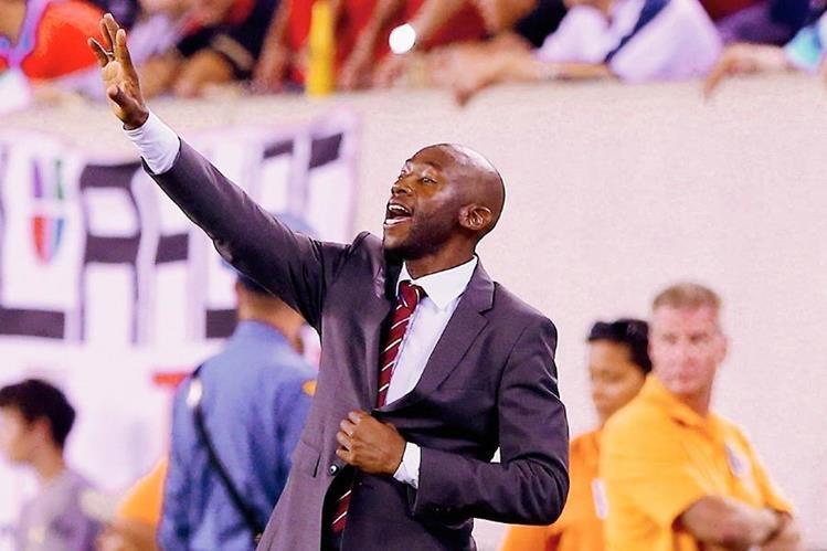 El técnico costarricense Paulo Wanchope continuará al mando de la selección centroamericana. (Foto Prensa Libre: AFP)