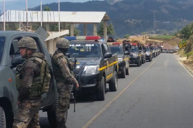 Fuerzas de seguridad llegan a zona de conflicto. (Foto Prensa Libre: Whitmer Barrera)