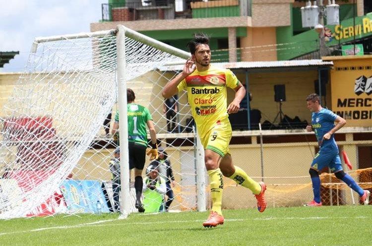 Wilber Pérez hizo cuatro goles en este torneo y no llegó a un acuerdo económico con los leones. (Foto Prensa Libre: Raúl Juárez)