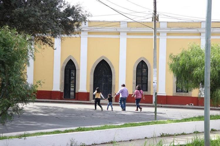 La antigua morgue de Xela se convertirá en laboratorio de computación. (Foto Prensa Libre: María Longo)