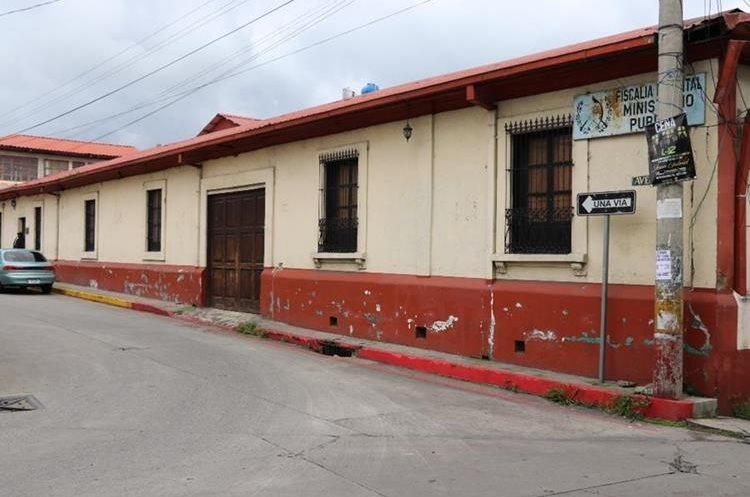 La sede del Ministerio Público también fue declarado inhabitable luego del terremoto del 2012. (Foto Prensa Libre: Whitmer Barrera)