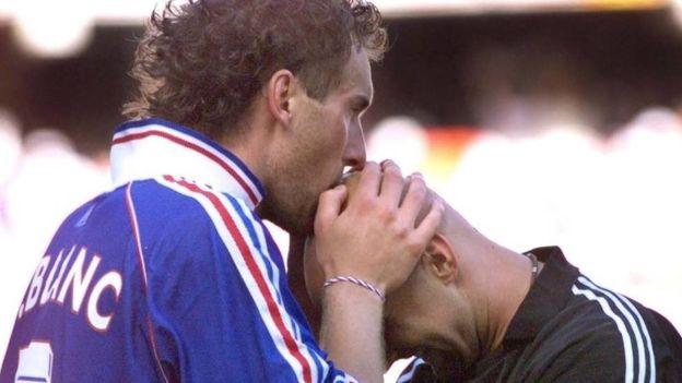 Como Francia ganó el mundial todos se recuerdan del famoso ritual entre Blanc y Barthez. (Getty)