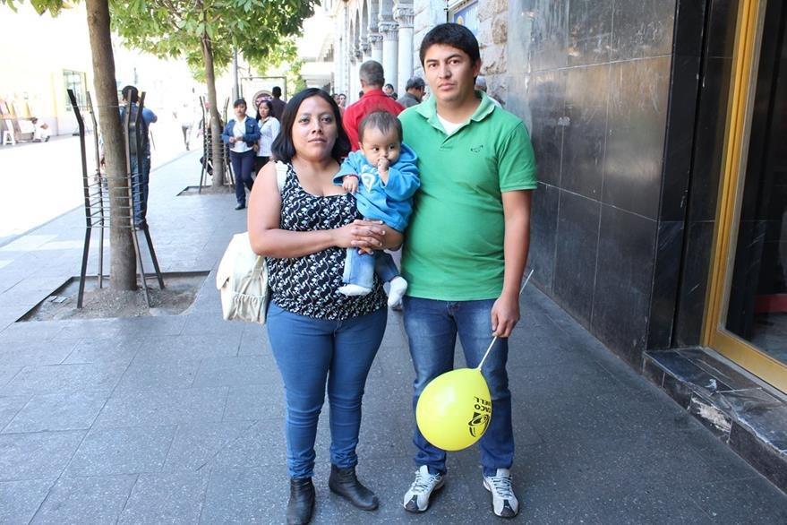 Las familias celebraron el Día del Cariño de diferentes formas. (Foto Prensa Libre: Guillermo Ramírez).