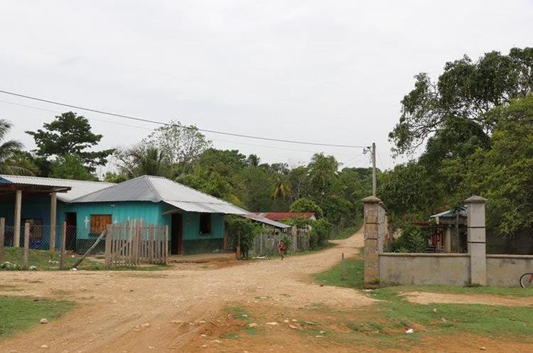 A pesar de la disputa territorial, vecinos guatemaltecos y beliceños conviven en armonía. (Foto Prensa Libre: Rigoberto Escobar)