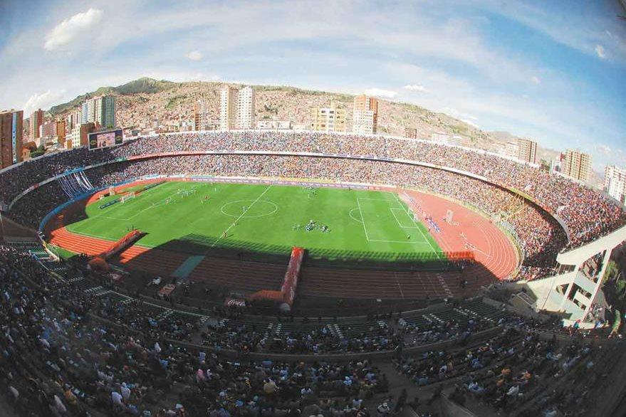 El escenario Hernando Siles albergará a las selecciones de Bolivia y Colombia. (Foto Prensa Libre: Hemeroteca PL).
