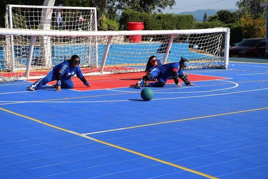 El golbol es uno de los deportes más practicados entre quienes tienen alguna discapacidad visual. Foto Prensa Libre: Comité Pro Ciegos y Sordos.