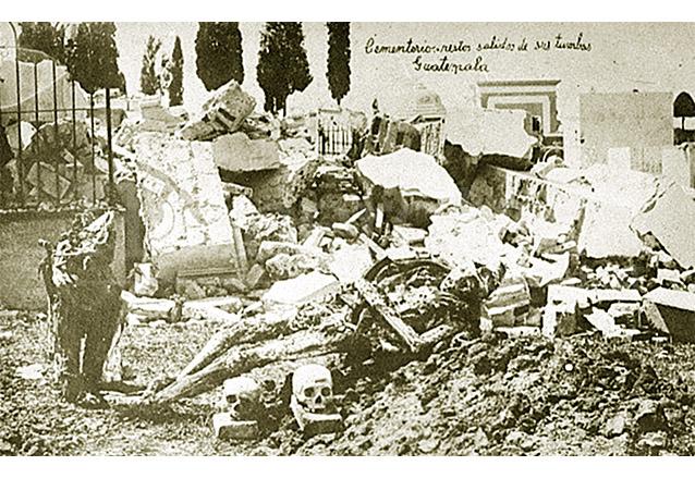 Las tumbas del Cementerio de General fueron destruidas y varios restos humanos quedaron expuestos, como se aprecia en la gráfica. (Foto: Hemeroteca PL)