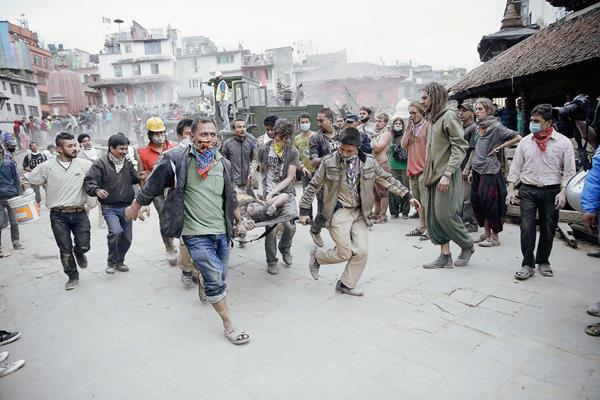 La cifra de muertos en Nepal asciende a 688 informaron fuentes oficiales. (Foto Prensa Libre: NARENDRA SHRESTHA/EFE)