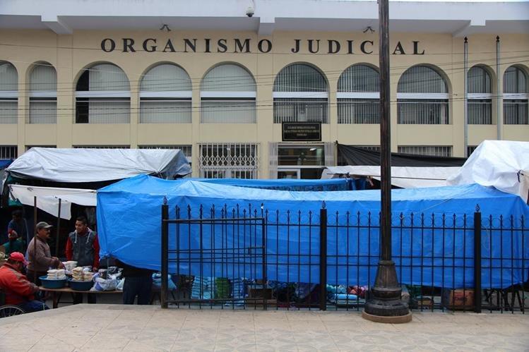 Sede del Organismo Judicial en Totonicapán, donde un juzgado condenó a tres años de prisión a la exempleada del IGSS. (Foto Prensa Libre)